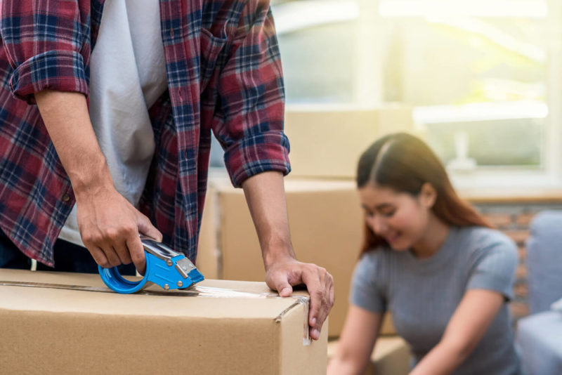 couple moving box - how to pack and move in a hurry